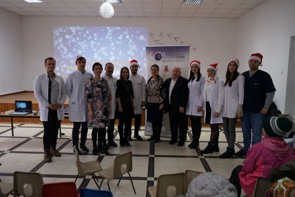 Free lesson on the diseases of the oro-maxillofacial region and their prophylaxis offered by the surgeon Dumitru Sîrbu to the villagers of Balanesti