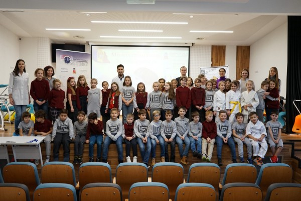 Children's dentists from the «Omni Dent» Clinic received with great warmth by the students of the «Da Vinci» high school